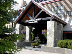 Front entrance of Powderhorn in Whistler.
