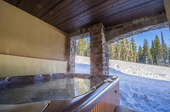 Great view of ski run from private hot tub