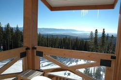 Panoromic views from both private decks. Whether you are sitting in the hot tub on the lower level deck or enjoy a nice refreshing break out on the upper deck sitting area, it is guranteed that there will not be any shortage of the fabulous views to ski run and the Monaschee.