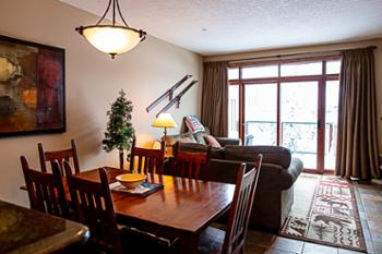 This comfortable and cozy 1300 square foot townhouse has everything you could need or want to enjoy Sun Peaks.