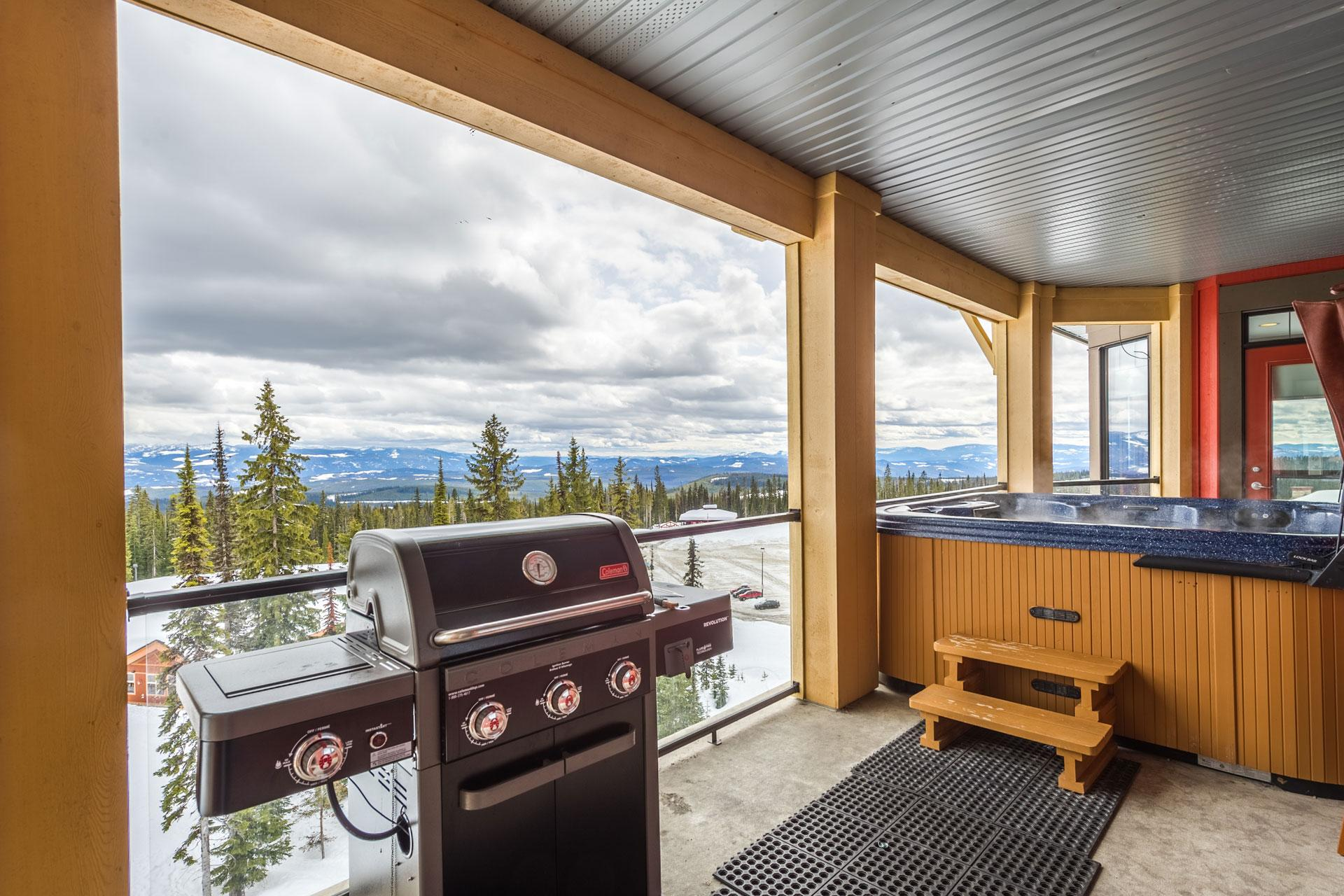 Large Deck Over Looking Happy Valley With Private Hot Tub