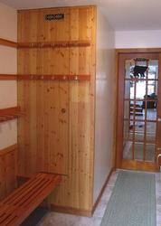 ENTRY AND SKI STORAGE