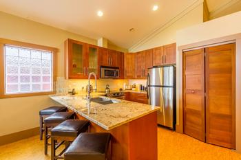 Beautiful well equipped kitchen with everything you'll need...and more!