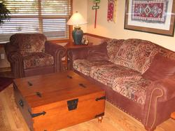 Nice furniture that is very comfortable. Queen size sofa bed with a built in air bed so sleeping is very comfortable. Coffee table is a trunk filled with games. Wood blinds, and view of the court yard.