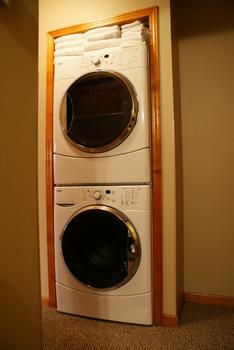 Front Load Washer Dryer uses hE liquid detergent or pods