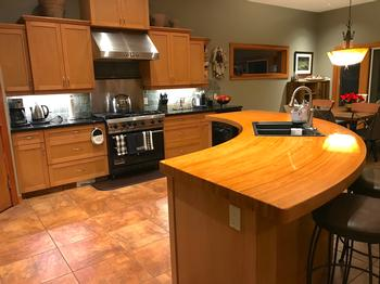 Entertaining open plan kitchen fully equipped