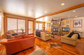 4 Bedroom Big White Vacation Rental - Chalet