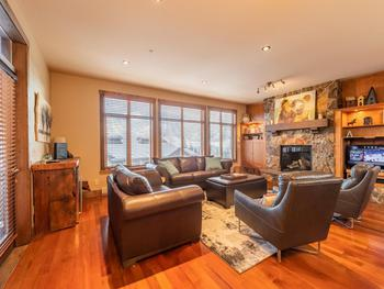 Comfy space to relax in front of the fire and watch TV & a wet bar for mixing apres ski drinks.