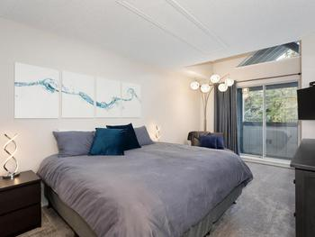 This Large Master bedroom with ensuite bathroom and deck, features a KING bed that can be split into two twin beds. Flat screen TV and DVD player.