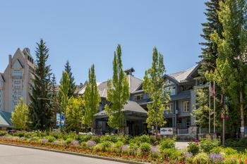 Excellent location next to Chateau Whistler and many shops and restaurants.