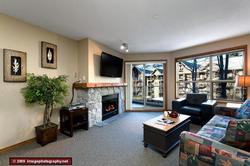 Newly renovated unit with fireplace, 46inch flatscreen TV and mountain views