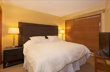 Master bedroom: king bed (can be converted into 2 twin beds upon request).