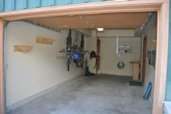 Spacious Garage for your car, bikes and skis