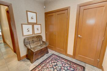 Nice spacious mudroom for when you arrive !!