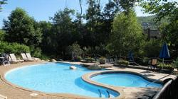 The communal pool at Les Manoirs