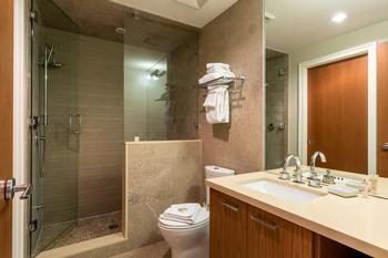 Lower level shared bathroom and ensuite to bedroom 4 with steam shower