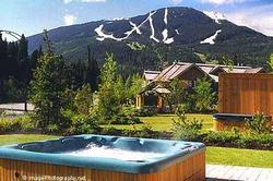 HOT TUB, PATIO & VIEW: Your own personal Hot Tub with views of both Ski Mountains