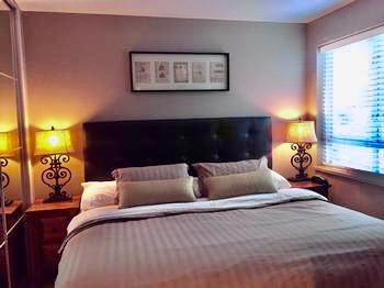 The Bedrooms were completely refurbished with brand new beds, and hotel quality linens, new wardrobes with incredible storage. This master bedroom features a King size bed, flat screen TV, and Ensuite with Full Bath. Relax after a big day out and get plenty of sleep on the QUIET side of the building.