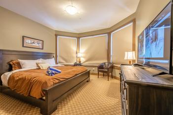 Master bedroom with King Bed, en-suite bathroom with steam shower.