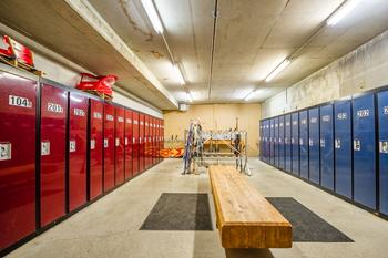 The secure ski locker/maintenance room is located on the ground floor. 2 ski lockers with locks are provided for your equipment.