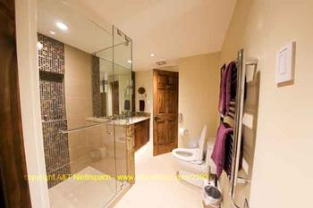 Ensuite bath Nr 4 with spacious shower, towel heater and Japanese toilet seat