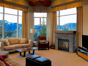 Huge floor to high ceiling windows with great views!