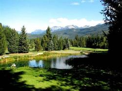 Pleasant walks or longer hikes in the fresh mountain air, or a game of golf in the summer or fall.