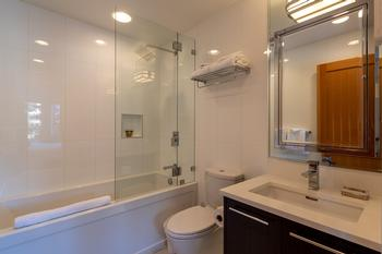 Master bedroom ensuite bathroom with heated floors - modern full bathroom.