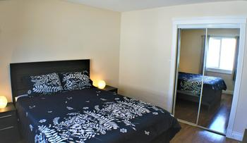 GUEST BEDROOM WITH QUEEN SIZE BED, 12 INCH MEMORY FOAM MATTRESS, MEMORY FIBER PILLOWS AND AUSTRALIAN SHEEP WOOL DUVET