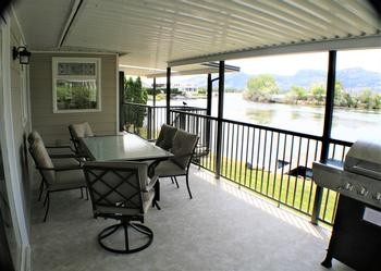 BBQ AND ENJOY YOUR DINNER WITH A GREAT SOUTHWEST FACING VIEW OF THE BAY AND THE MOUNTAINS