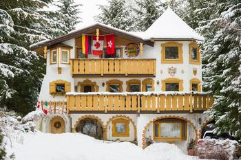 8 Bedroom Whistler Vacation Rental - Nesters