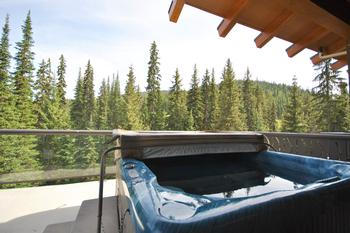 Private hot tub on private balcony