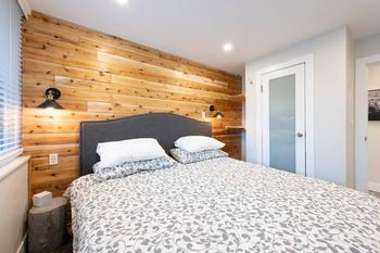 King bedroom, with open shelving