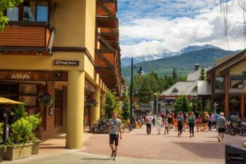 Hearthstone Lodge is located in the Village Square with unbeatable access to shops, restaurants and Whistler's year round activities