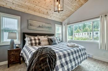 Master Bedroom with king bed & ensuite.