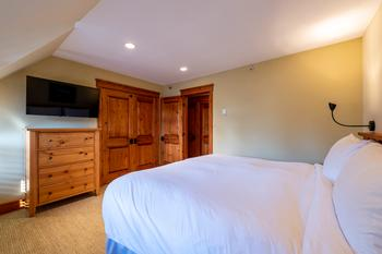 Master Bedroom: King Bed with ensuite bathroom and TV