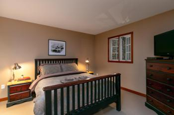 Upstairs bedroom with Queen bed and HDTV