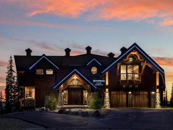 Welcome to Snow Peaks Lodge - Ski in/out Luxury