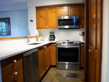 Compact but efficient and well-equipped kitchen