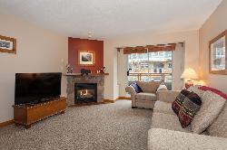 2 Bedroom Whistler Vacation Rental - Whistler Town Plaza - Eagle Lodge