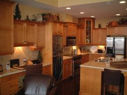 Open kitchen & living area - with office desk!