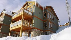 Perched above the ski out to Ridge Rocket and Plaza Chairs ,Pinnacles#1 four floors provide easy access to the mountain .