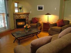 Whistler 2 Bedroom Accommodation - Whistler Town Plaza - Eagle Lodge - #946