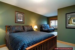 Here is the Queen sized bedroom that includes an Ensuite as well as a futon in the little nook.