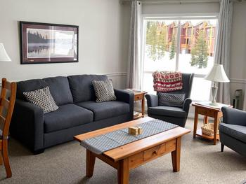 Spacious living with comfortable and cosy seating. Our 3rd floor location provides for wonderful views across to the mountains and ski runs through the large picture windows.