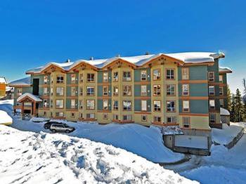 The Legacy is regarded as one of the best condominiums on the mountain. Its convenient location, heated underground car-parking, communal hot tub and excellent ski-in/ski-out facilities are sure to please.